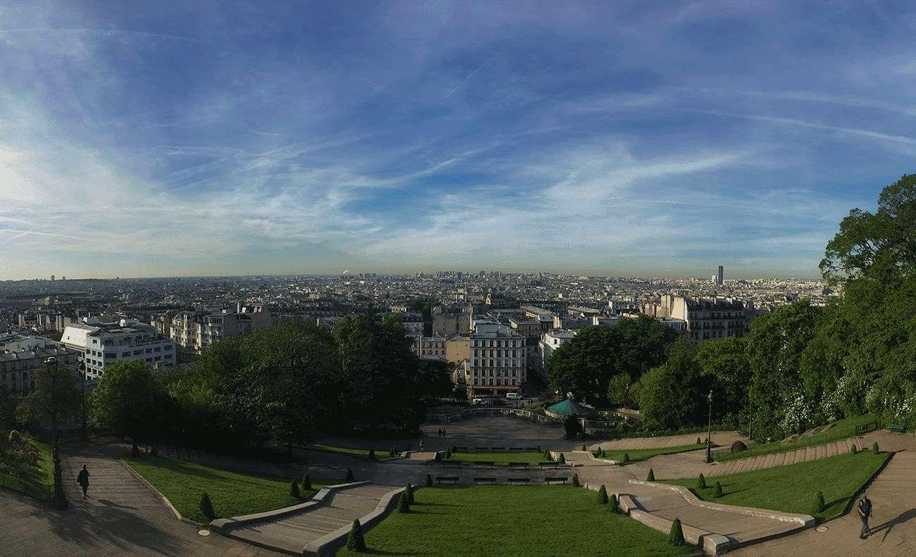 vue sur paris depuis montmartre avec le parc en contrebas