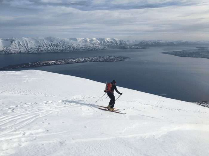 virage ski de randonnée en islande avec le fjord