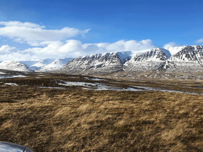 les montagnes d'Islande avec un peu de neige