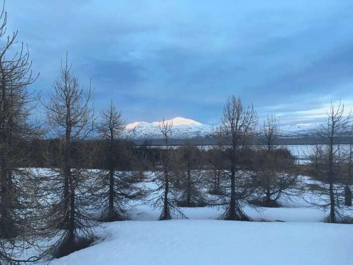 vue depuis le bord du fjord à Dalvik en islande
