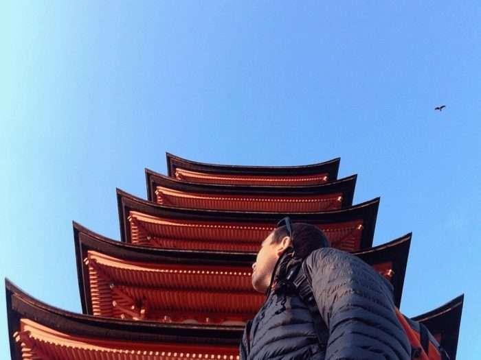 pagode sur l'ile de miyajima vue de bas