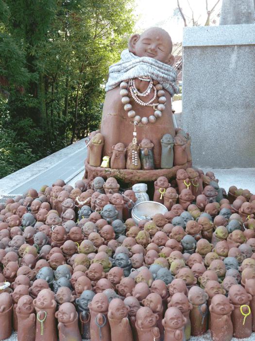 groupe de statuettes sur la randonnée du mont misen