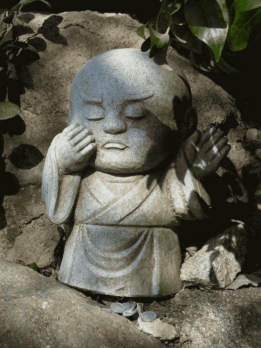statuette bouddhiste sur la randonnée du mont misen