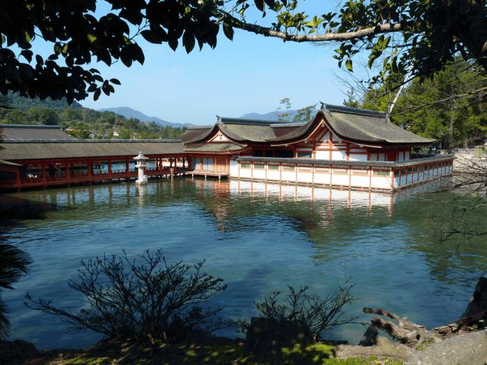Le temple à marée haute à Miyajima