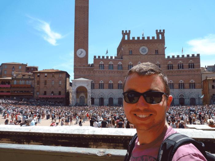 Romain à Sienne avant le Palio