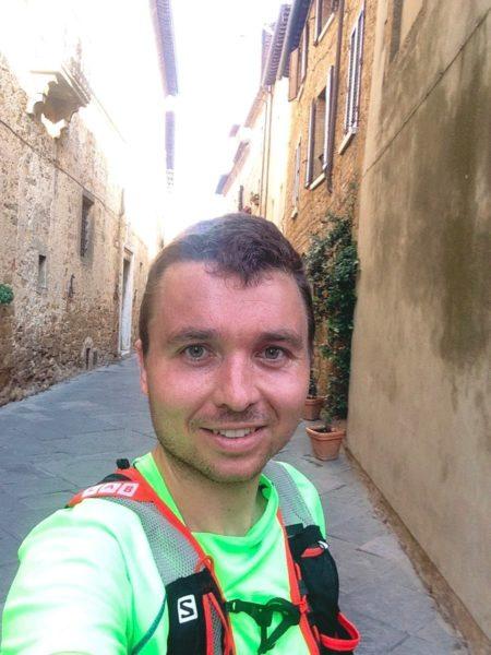 Dans la rue de Pienza en toscane