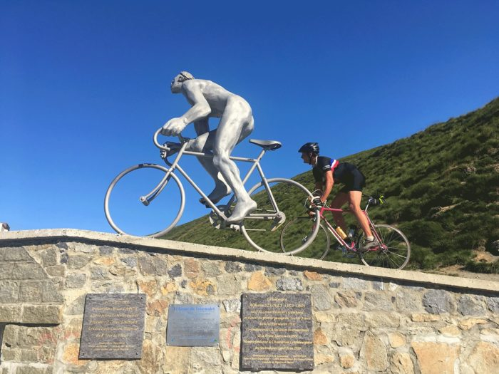 statue du col du tourmalet Cycl'n Trip