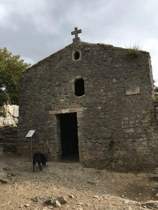 chapelle au sommet du pic saint-loup