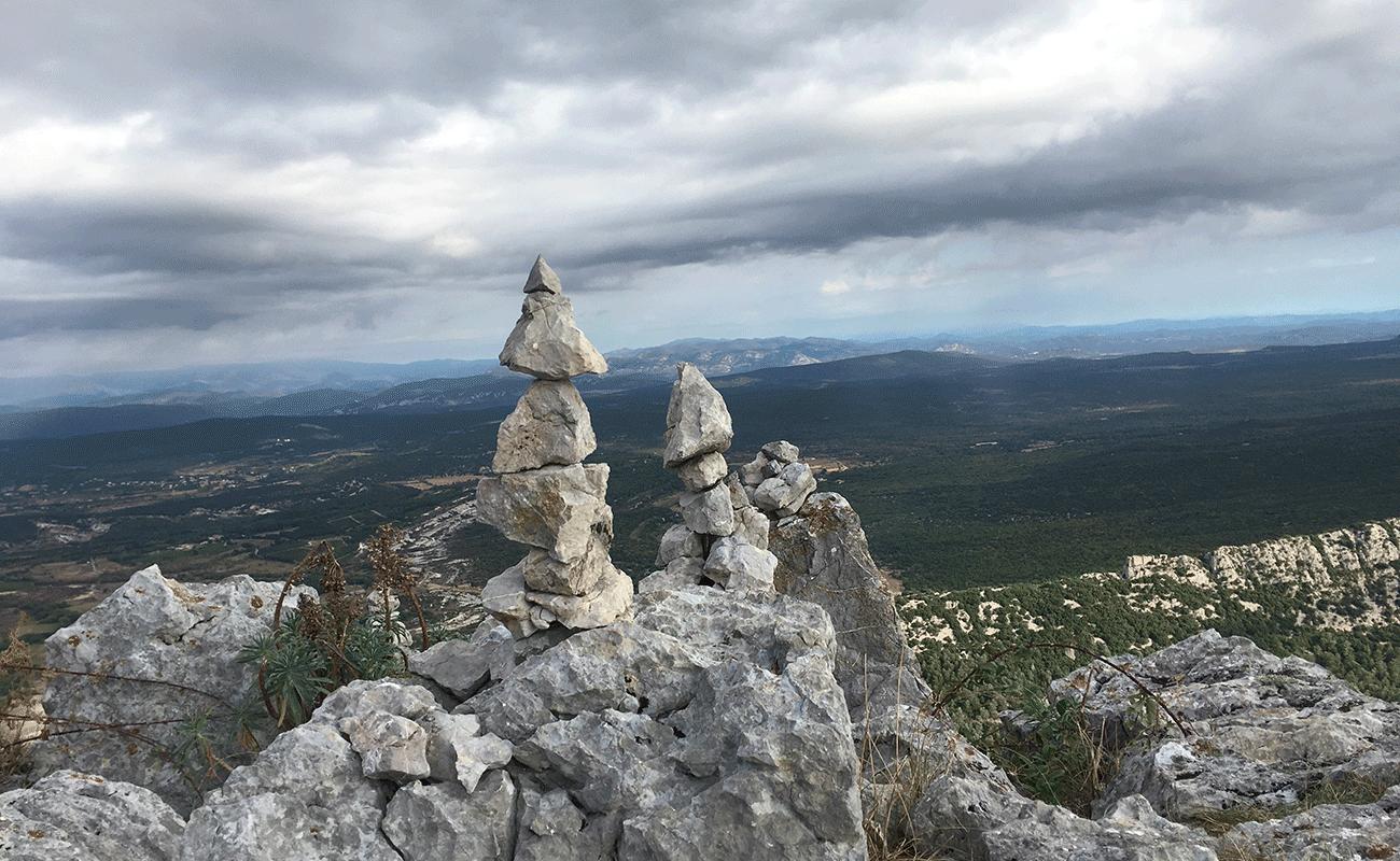 cairns sur le parcours du Pic Saint-Loup par la crête