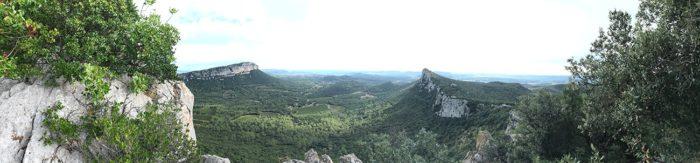 vue durant la montée du Pic Saint-Loup par la crête