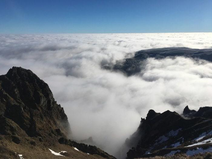 sancy et vallée de chaudefour dans le brouillard