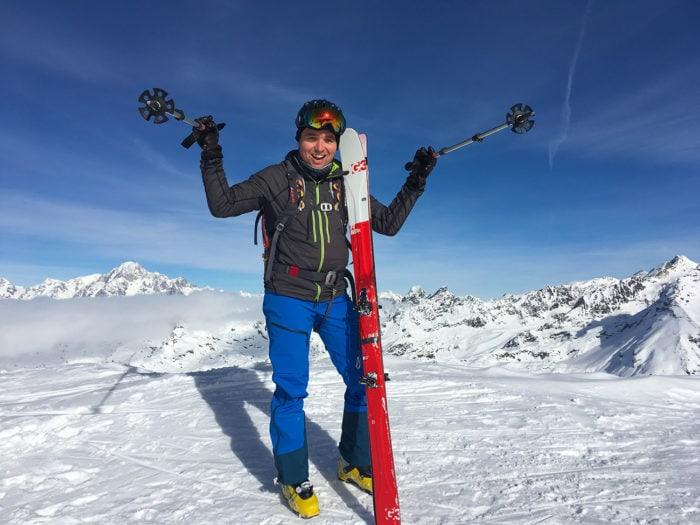 rider content en haut de la montagne