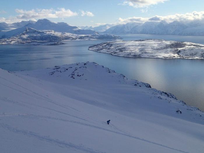 ski de randonnée vue sur fjord