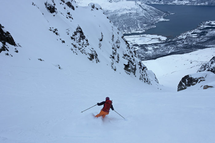 skieur en descente en norvège