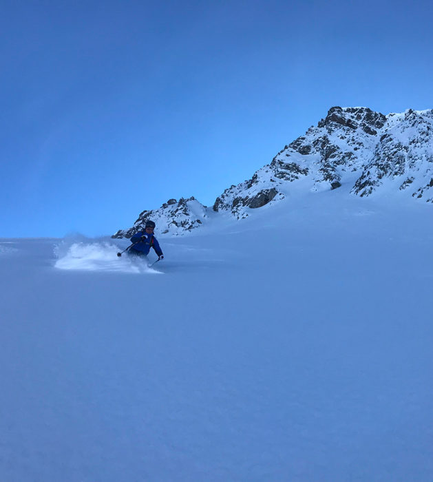 ski de randonnée dans la poudreuse, tenue shuksan