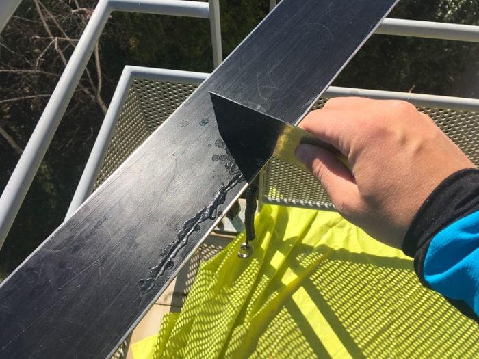 racloir métal trou ski