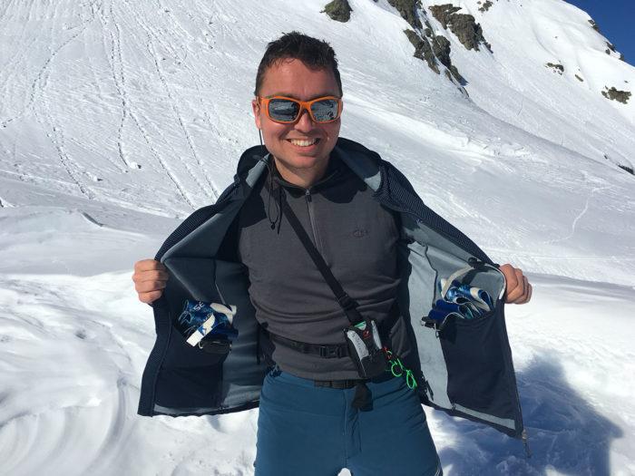 ski de randonnée et peaux de phoques dans veste