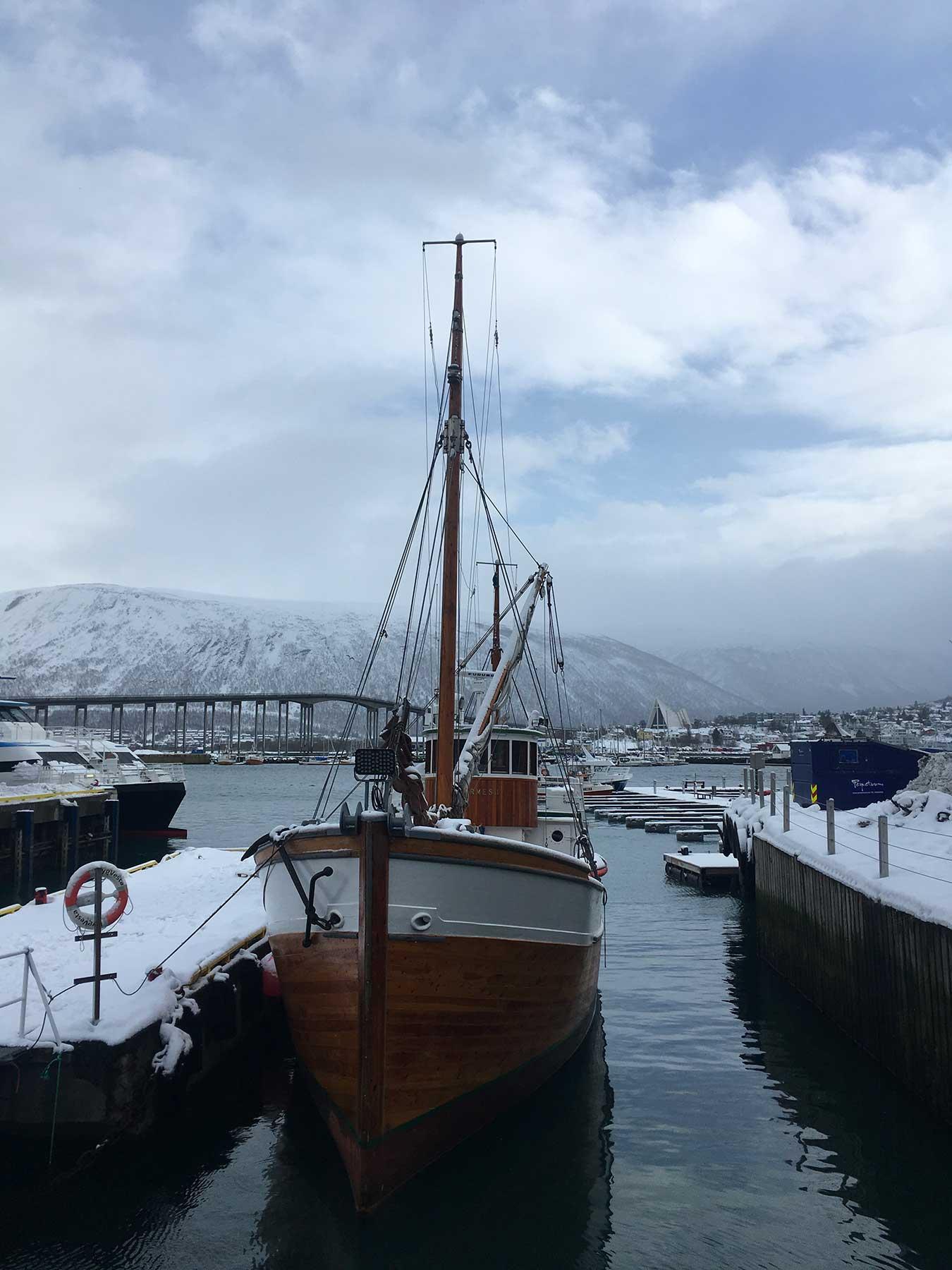 bateau dans port de tromso