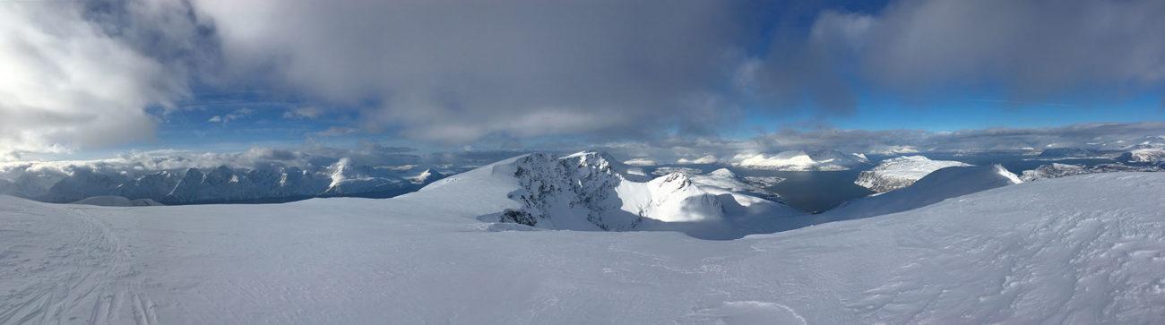 vue panoramique sur alpes de lyngen