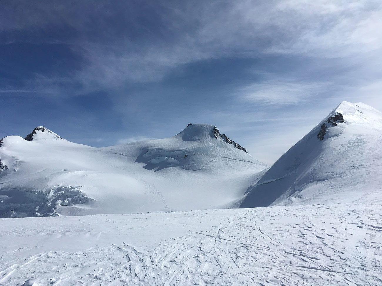 sommets du mont rose et glacier
