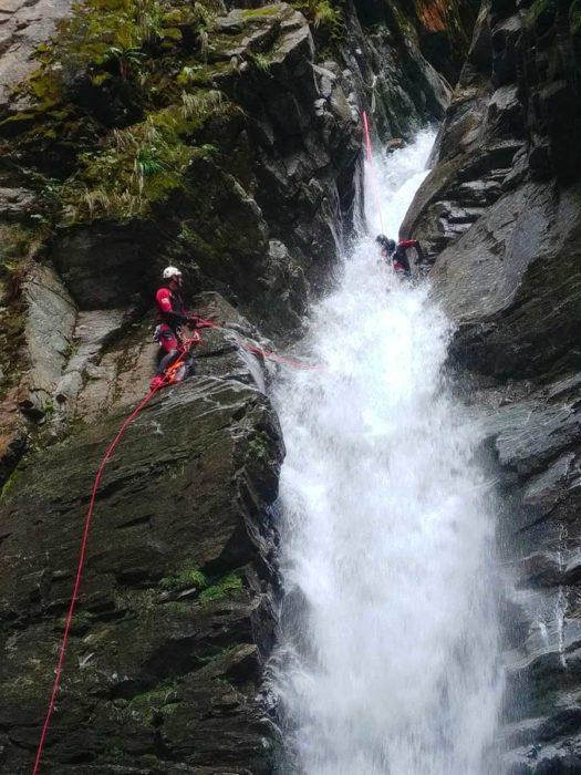 eau rappel cascade tessin canyoning